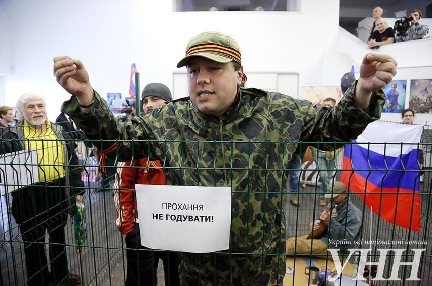 В Киеве показали перформанс и инсталляцию «Осторожно, русские!»