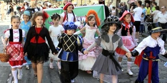 Во Львове прошел парад книжных героев