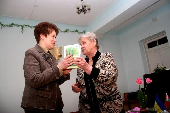 Людмиле Янукович на Донбассе слагают оды