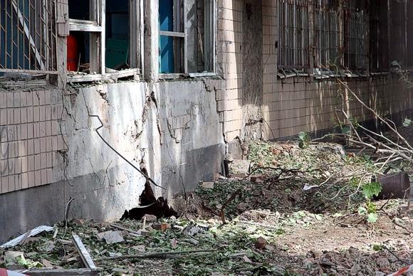 В эпицентре взрыва в одесском военкомате образовалась 4-метровая воронка