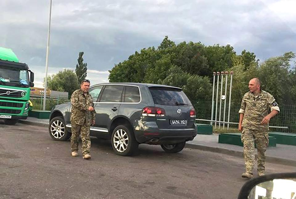 Муженко уволил военных, избивших женщину-волонтера