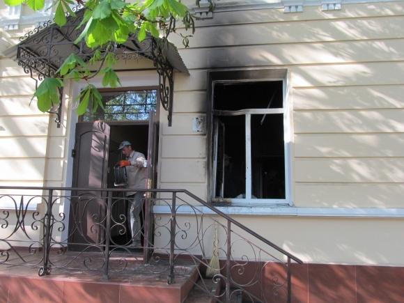 В Симферополе в штаб «Единой России» бросили «коктейль Молотова»