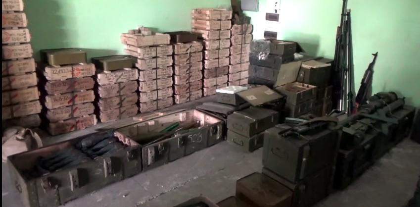 В Счастье СБУ изъяла крупный арсенал оружия на даче экс-чиновника