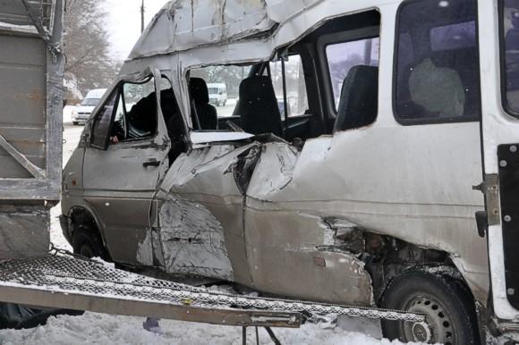 В Запорожье прицеп КАМАЗа протаранил маршрутку, есть жертвы