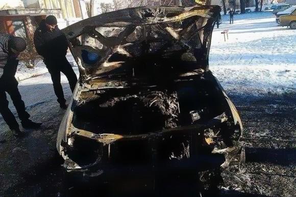 Под Харьковом неизвестные сожгли машину «свободовца» Игоря Швайки