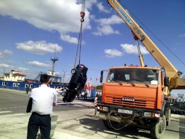 Автомобиль в порту «Крым» утопил житель КЧР