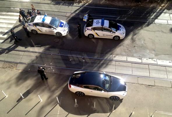 Киев: Водитель Bentley забросал полицейских долларами