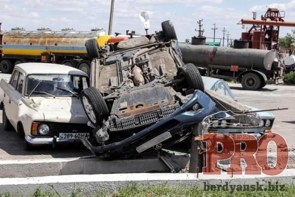 Масштабное ДТП под Бердянском: разбито четыре машины, шестеро пострадавших