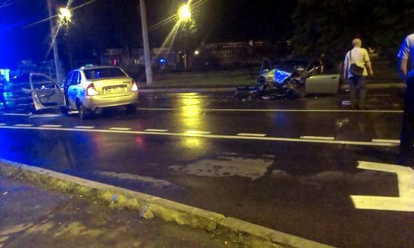 В Донецке по вине пьяных боевиков в ДТП погиб водитель такси