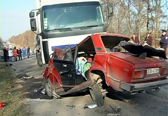 В ДТП под Хмельницком погибла семья с 4-летним ребенком