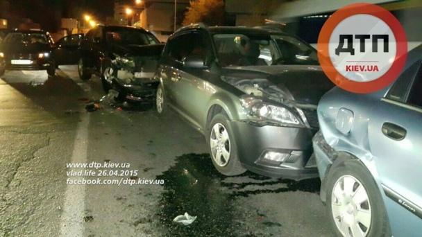 В Киеве прокурор ГПУ разбил 4 машины