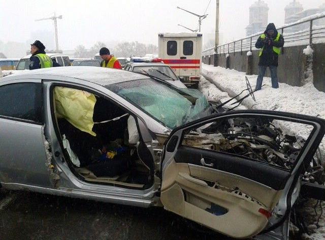 В Киеве на Броварском проспекте произошло крупное ДТП, есть погибшие