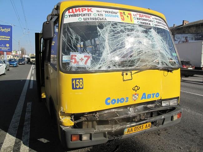 В Киеве столкнулись две маршрутки, пострадали пять пассажиров