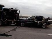 В Киеве на Дарницком мосту перевернулся грузовик и перекрыл движение