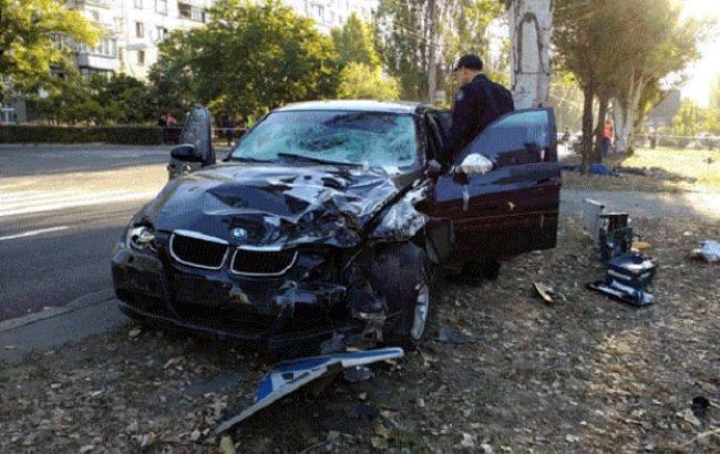В Николаеве водитель BMW насмерть сбил 4 дорожников