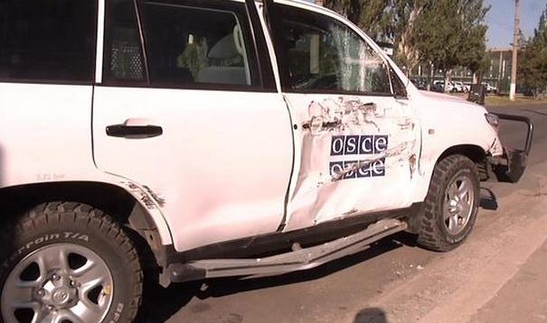 В Луганске автомобиль миссии ОБСЕ столкнулся с троллейбусом