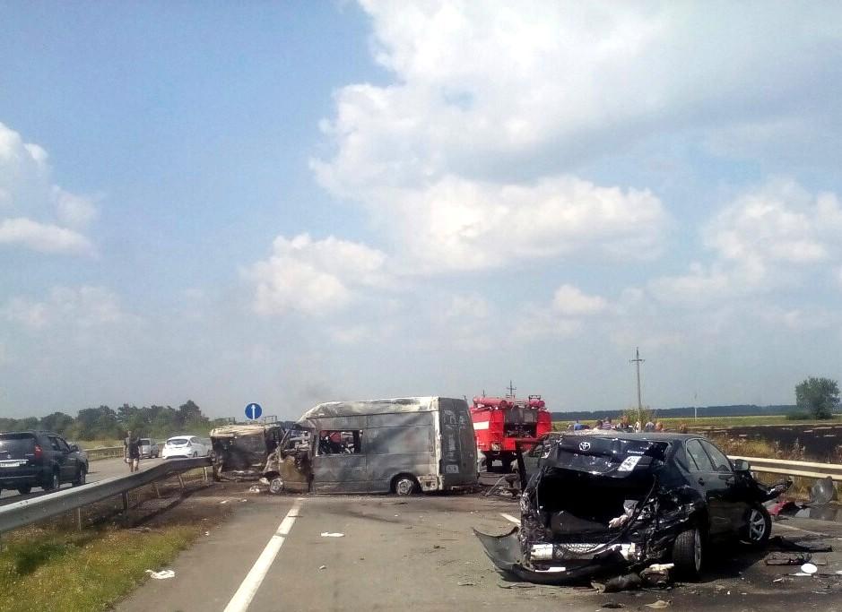 На трассе Одесса–Киев столкнулись 8 автомобилей: три человека погибли