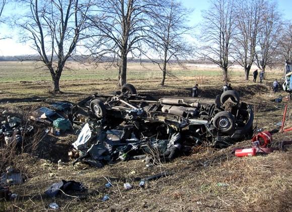 Семеро пассажиров автобуса погибли из-за лопнувшего колеса фуры