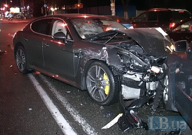В Киеве в ДТП попали 5 автомобилей, погибли 3 человека