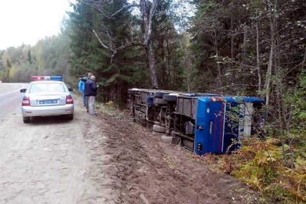 ДТП в России: Под Псковом опрокинулся автобус с украинскими моряками