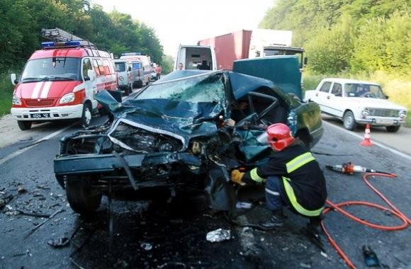 ДТП на Тернопольщине: Погиб капитан милиции, десять человек ранены