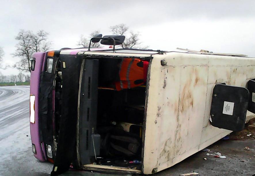 В Полтавской области перевернулся автобус с 30 пассажирами: двое погибли, 12 —травмированы