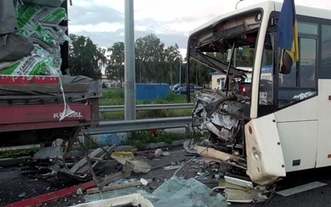 ДТП в Полтавской области: один нацгвардеец погиб, 8 травмированы