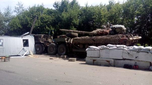 Возле Лисичанска тягач ВСУ разрушил блокпост, есть погибший