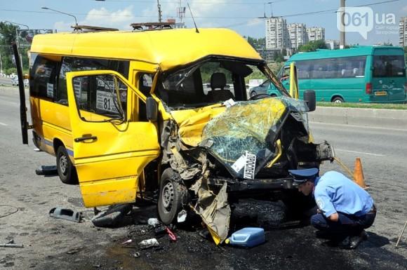 В Запорожье маршрутка врезалась в троллейбус: Пострадало 22 человека, 5 в тяжелом состоянии