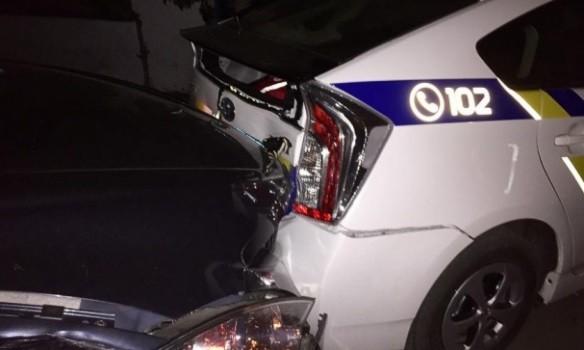 Киевлянин на чужой машине во время погони разбил два авто полиции