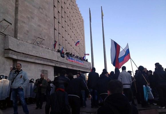 В Донецке пророссийские сепаратисты ворвались в здание ОГА