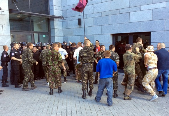 В Киеве активисты Майдана подрались с силовиками