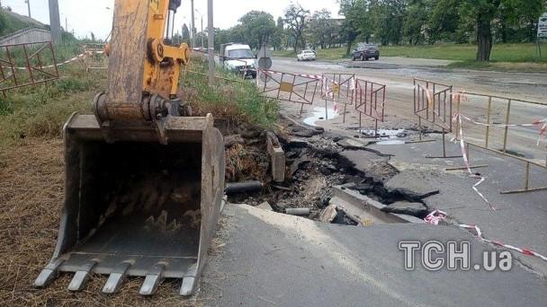 В Киеве из-за прорыва трубы кипятком залило целую улицу