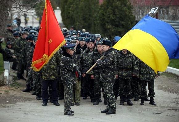 Марш под пулями: Безоружные украинские военные вернули контроль над аэродромом «Бельбек»