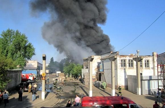 В Киеве сгорел склад макулатуры