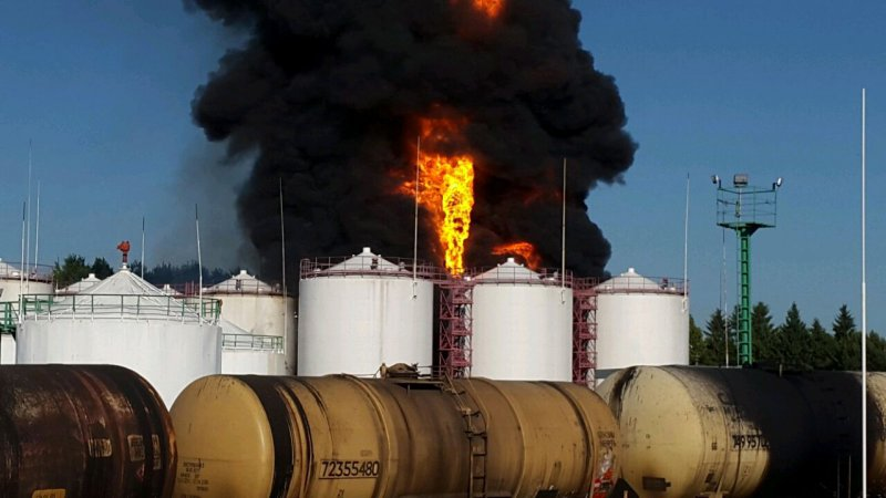 Милиция назвала вероятную причину катастрофы на нефтебазе