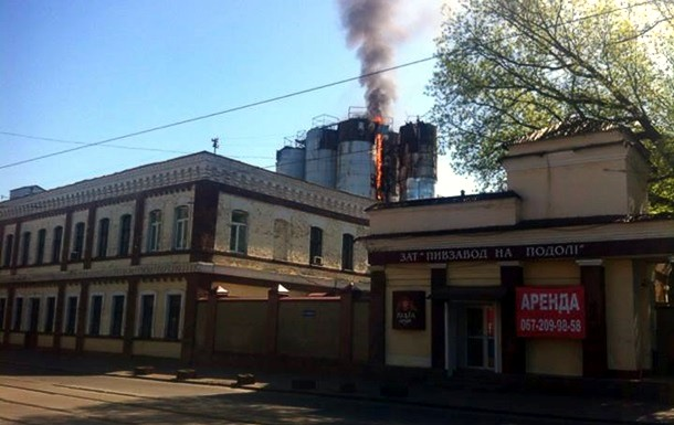 В Киеве на Подоле горело здание пивзавода