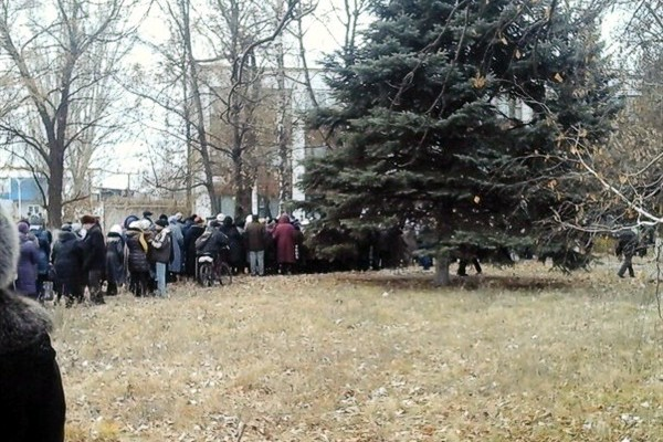 В Горловке пенсионеры подрались в очереди за талонами на получение пенсии