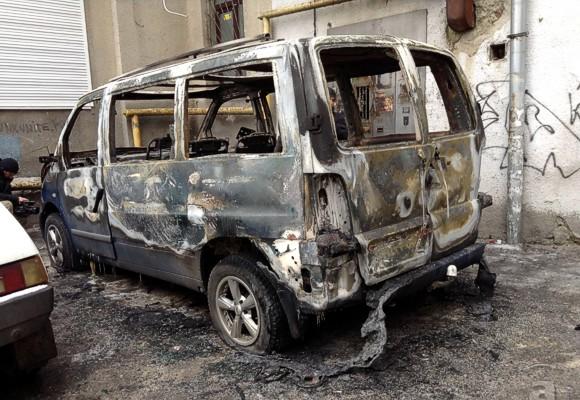 В Харькове сожгли микроавтобус активистов местного Евромайдана