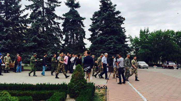 В горсовете Ильичевска произошла драка участников АТО с «титушками»