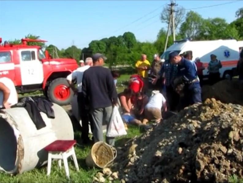 В Черновицкой области трое мужчин погибли при копании колодца