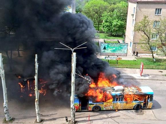 Террористы поджигают общественный транспорт в Краматорске