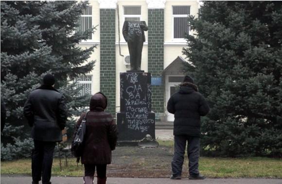 На Полтавщине пострадал очередной памятник Ленину