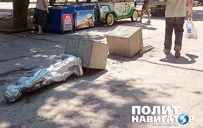 В Севастополе маленького Ленина сбросили с постамента