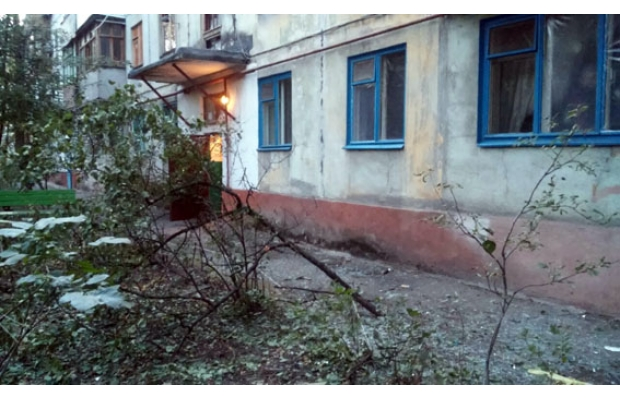 В Мариуполе из гранатомета обстреляли жилой дом: фото