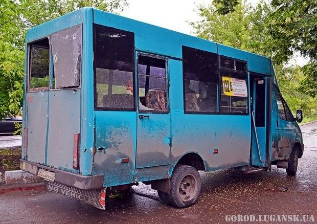 В Луганске снаряд попал в маршрутное такси: погибли 2 человека