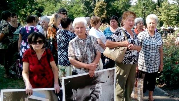 В оккупированном Донецке митингующие пикетируют штаб ОБСЕ