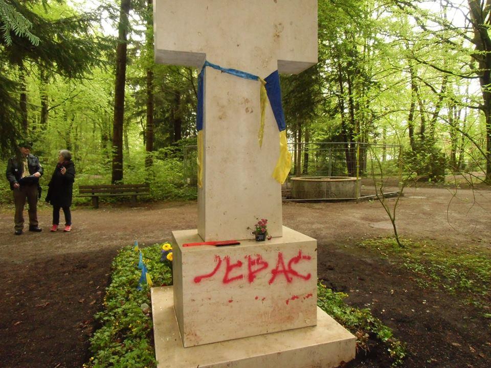 В Германии неизвестные пытались осквернить могилу Бандеры
