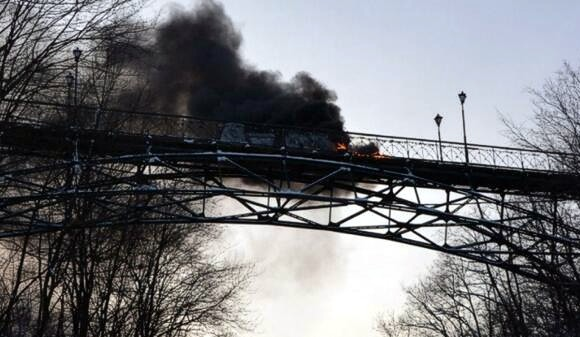 В Киеве сожгли Мост влюбленных