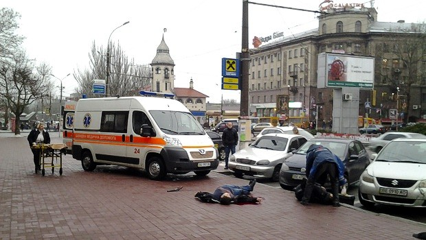 В Николаеве возле «Сотки» средь бела дня застрелили мужчину